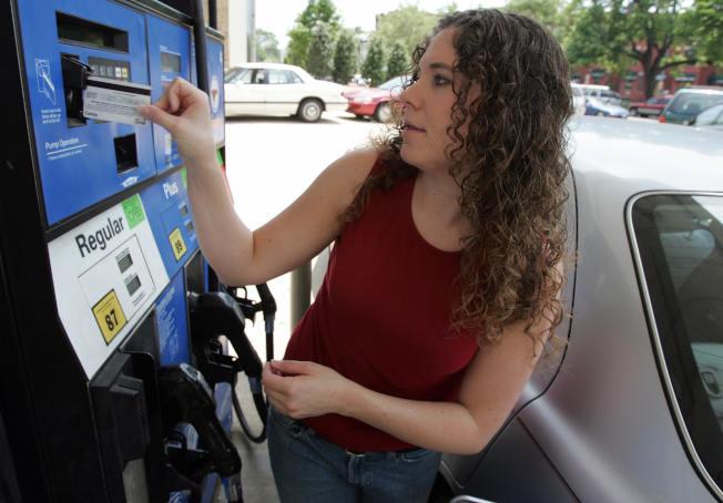 威士信用卡警告,許多駭客發現加油站支付系統的弱點,透過發送垃圾廣告郵件等方式,入侵系統竊取信用卡資料。(Getty Images)