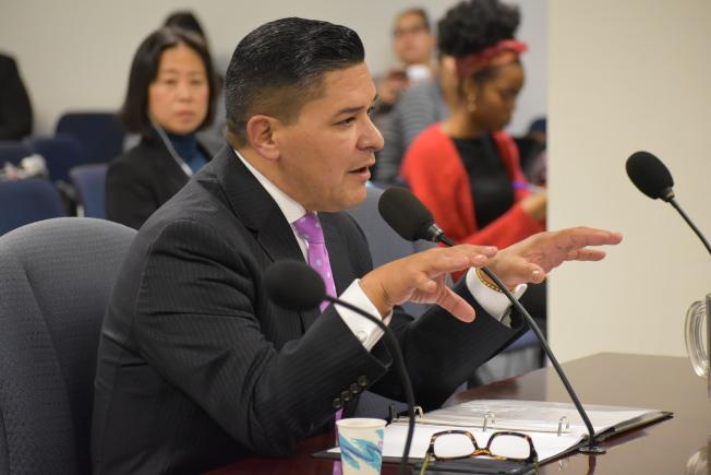 卡蘭扎要求州參、眾議會能夠通過延長三年的市長控制權,同時更要求州府應「加強」市長對公校的控制。(記者顏嘉瑩/攝影)