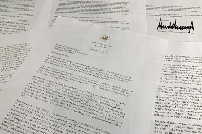 川普總統17日下午公布致眾院議長波洛西的長信,指責民主黨「密謀政變」。(美聯社)