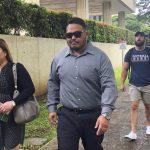 「舔小便斗就不會被逮」夏威夷警威逼遊民 恐坐10年牢