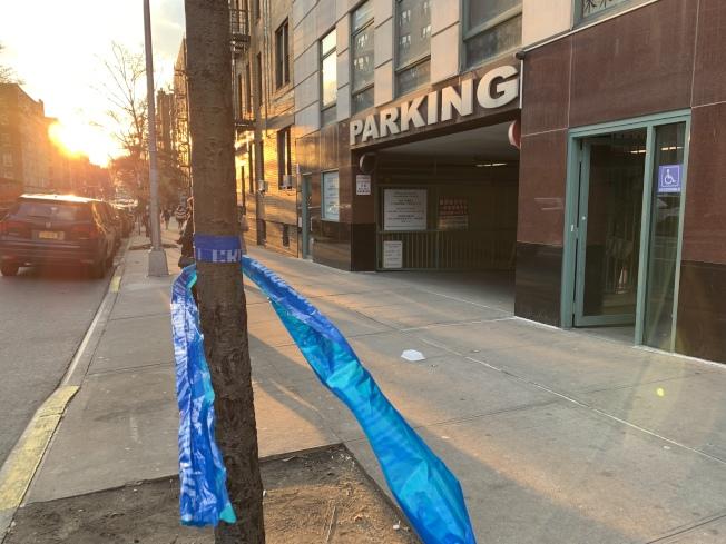 案發停車場處18日下午仍有警方留下的封鎖線,地上也殘有些許血跡。(記者賴蕙榆/攝影)