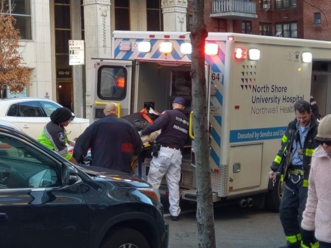 法拉盛18日上午發生嚴重車禍,被撞67歲華男性命危殆。(讀者提供)