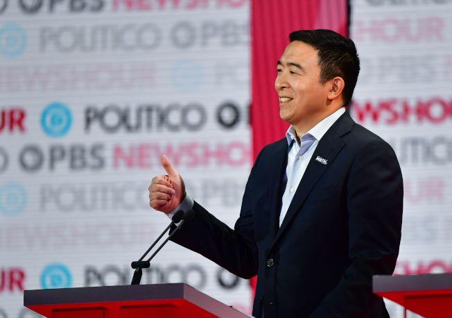 華裔楊安澤在本輪辯論有較多曝光機會闡述政見。(Getty Images)