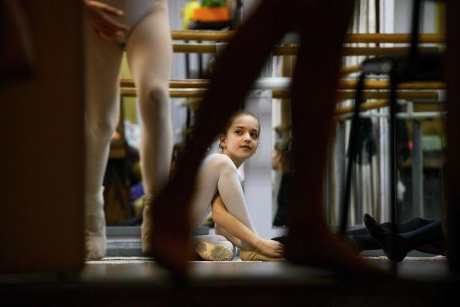 父母洩露孩子太多個資,會讓兒女淪為身分竊盜受害者。(Getty Images)