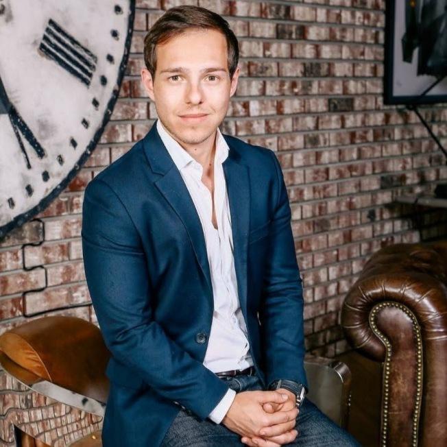 房地產投資人和YouTube網紅史帝芬20歲出頭便想買第一棟房地產,但雖然他有存款也有收入,可是銀行並未貸款給他,因為他沒有信用紀錄。(取自YouTube)
