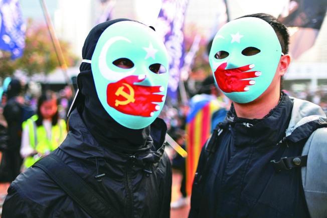 民間團體擔心「今日新疆、明日香港」,在中環舉行「聲援維吾爾族人權集會」。(路透)