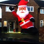 買到耶誕「巨」人 他家門口成焦點