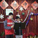 圓愛中心送暖慶聖誕會員載歌載舞 人人收到外套禮物
