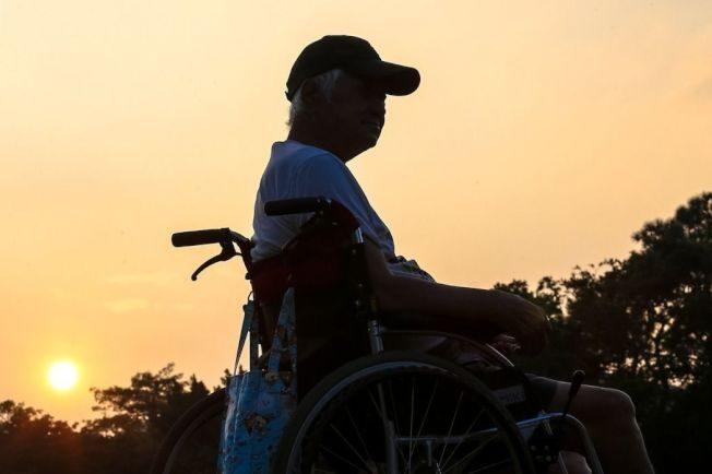 視覺病症、走路不穩… 60歲確診失智症
