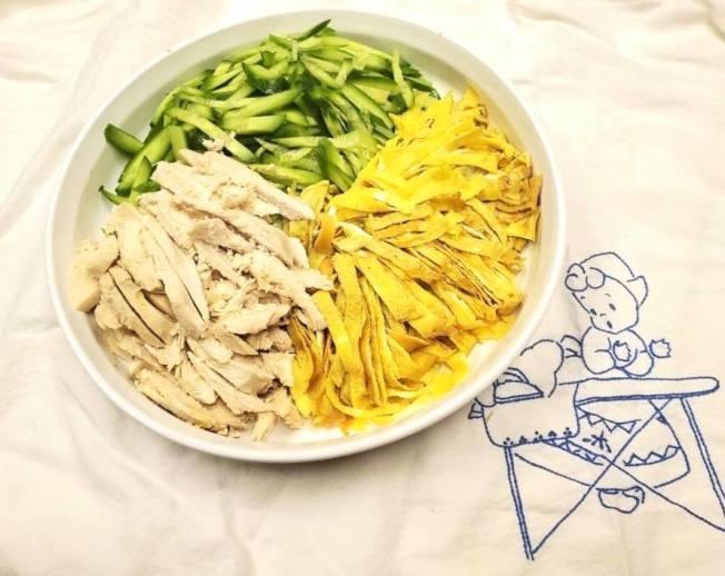 黃瓜蛋絲雞胸肉沙拉
