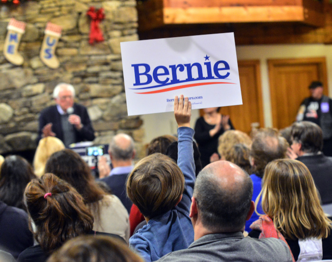 民主黨內部有意見認為,參議員桑德斯或許將取代白登,代表民主黨問鼎白宮。(美聯社)