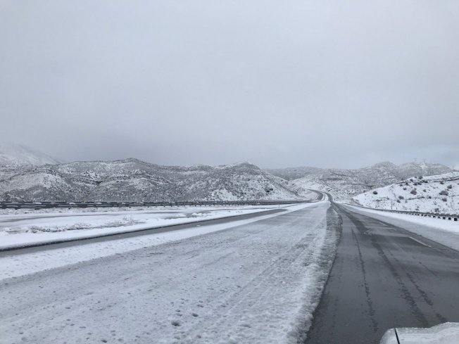 加州交通處公告5號公路部分路段因大雪關閉。(取自加州交通處網站)