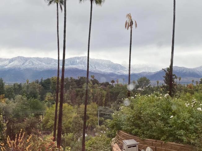 聖谷居民可看到遠處雪山雪線降低。(讀者提供)