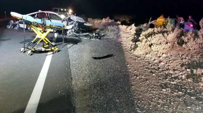 死亡谷國家公園附近道路20日發生重大車禍,造成一死七傷慘劇。圖為事故現場。(加州公路巡警提供)