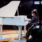 鋼琴神童黃以欣 NBA演奏耶誕樂曲