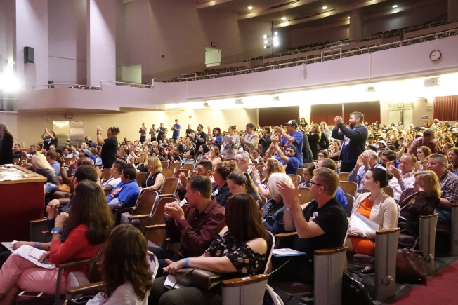 紐約州勞工廳在2018年就取消「小費抵薪」舉行多場公聽會,現場爆滿。(金春香/攝影)