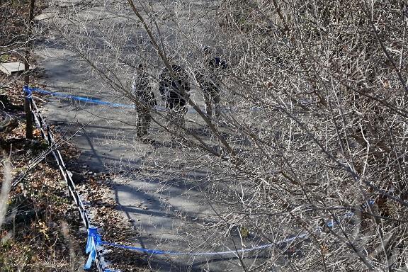 警方12日在梅吉思遇害的晨邊公園蒐證。(美聯社)