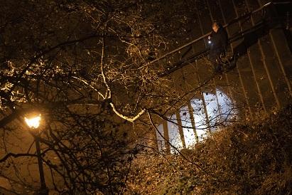 紐約市警12日在梅吉思遇害處持續調查。(美聯社)