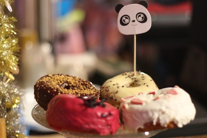 美食區還有可愛的甜點。記者何卓賢/攝影