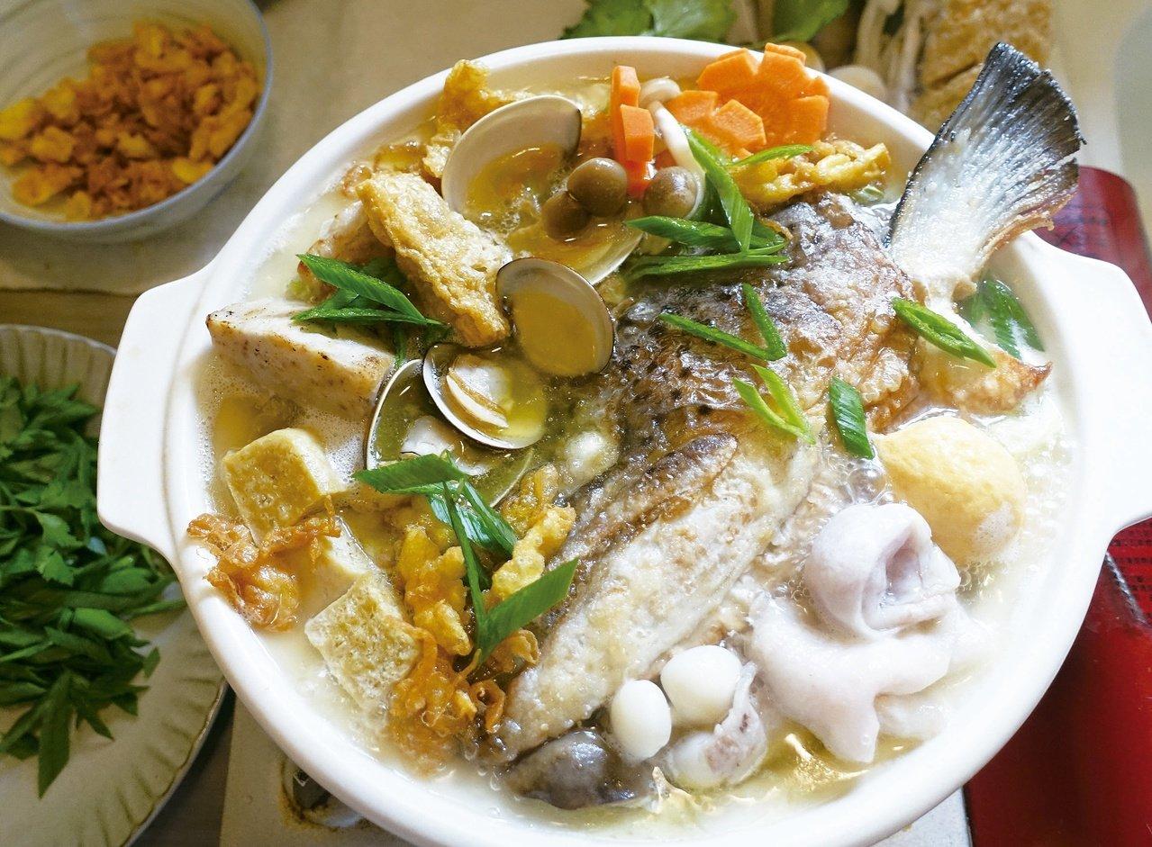 濃郁的魚湯放在能保溫的砂鍋裡,吃起來特別溫暖。圖/太陽臉