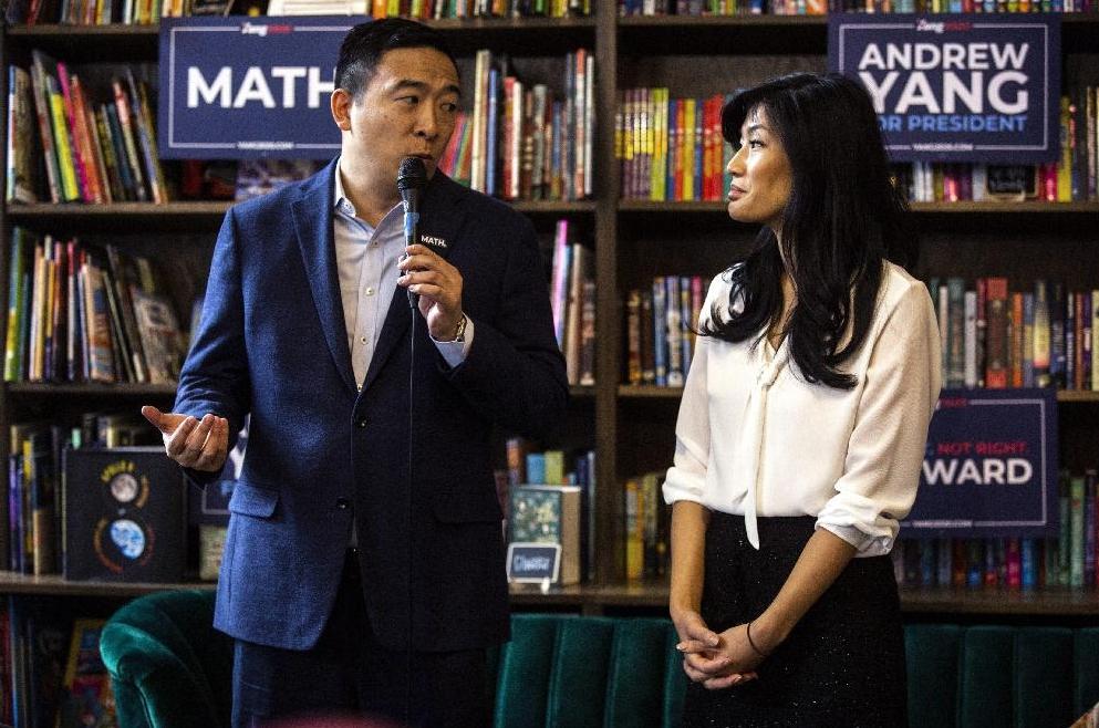 楊安澤(左)的妻子(右)揭露她曾遭婦科醫師強暴。(美聯社)