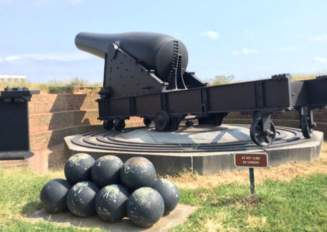 巨炮和炮彈。