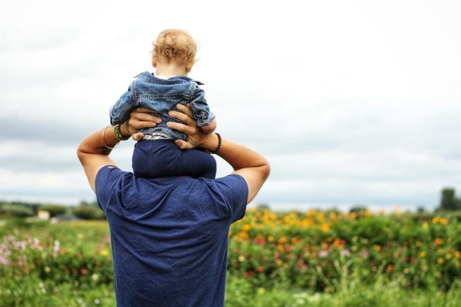 嚐試放鬆成為「完美」父母的壓力。(Pexels)