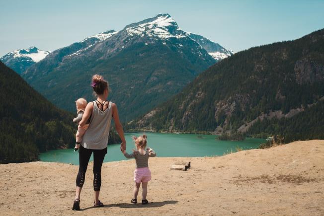 嚐試放鬆,可減輕當爸媽的職業倦怠。(Pexels)
