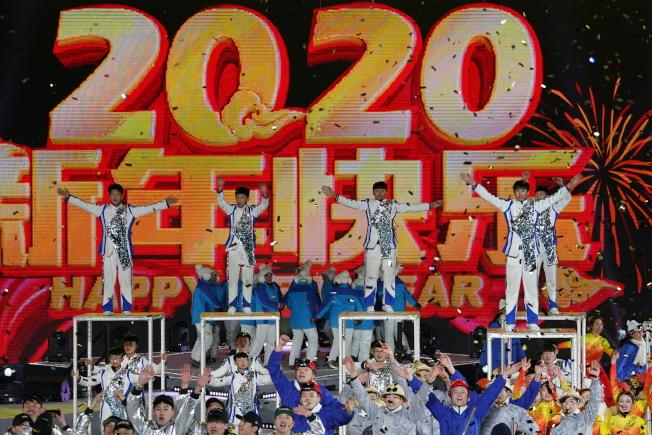 圖為北京首鋼工業園舉行的跨年晚會。(歐新社)