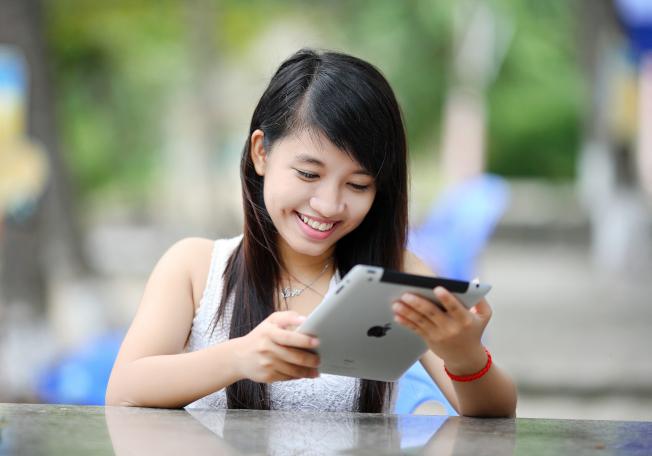 華人女性比較迷信美國男性浪漫專情。(Pexels.com)