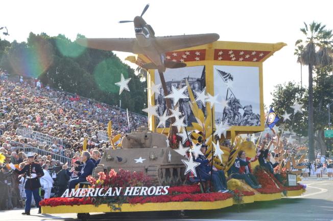 「美華傳統基金會」打造的花車「美國英雄」榮獲非凡獎。(記者王全秀子/攝影)