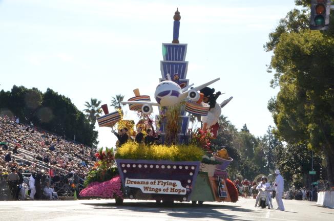華航連續34年參加玫瑰花車遊行再奪國際獎。(記者王全秀子/攝影)