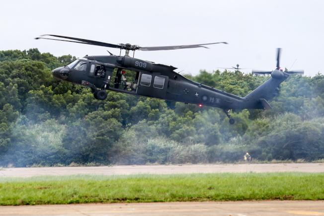 圖為UH-60M黑鷹直升機。 ( 本報資料照片)