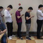 沉迷手機 這4件事會危害你的健康