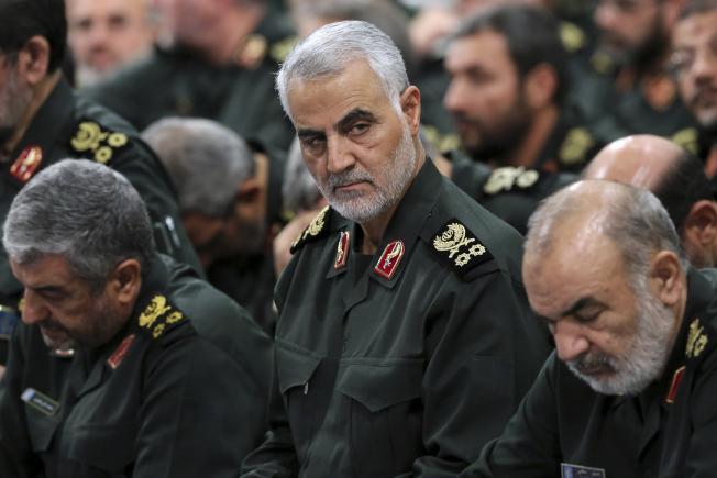 為報復大使館遭攻擊事件,美國空襲伊拉克機場,炸死伊朗革命衛隊將領卡西姆· 蘇雷曼尼。(美聯社)
