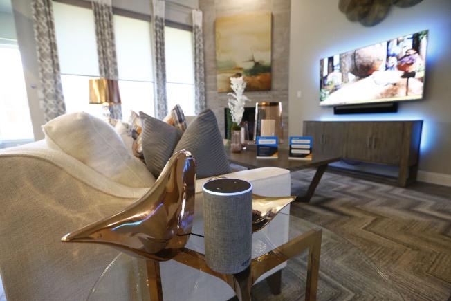 亞馬遜展示由Echo控制的屋內智能裝置,包括溫度、電視等生活必須用品。(美聯社)  做大