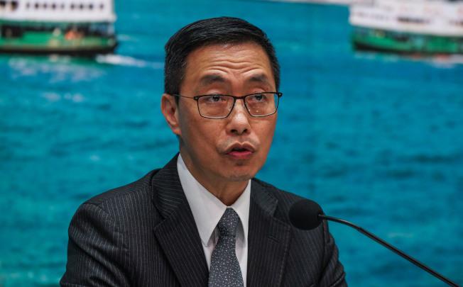 香港教育局長楊潤雄表示,局方就教師投訴個案是根據事實,沒有既定立場,被投訴的教師亦有兩次回應機會。(中通社資料照片)