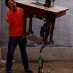 啤酒瓶上立縫紉機 電工成「平衡術大師」