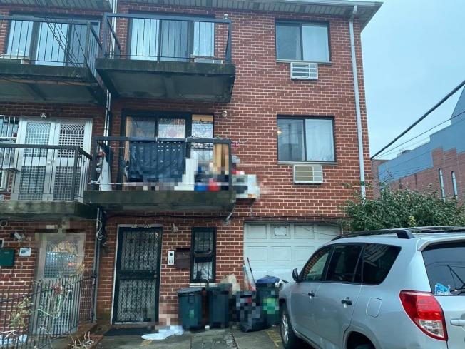 法拉盛35大道交林登坊一户华裔民宅,因非法将三家庭的住宅改建成12间独立的房间,被开罚逾48万元。(记者牟兰/摄影)