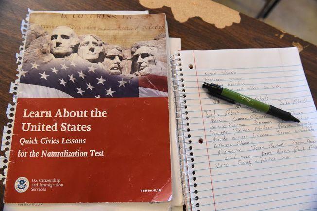 成為美國公民之前要通過入籍考試。(Getty Images)
