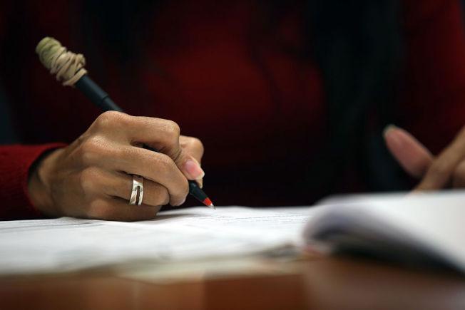 土生土長的美國人,不見得會答入籍考試的題目。 (Getty Images)