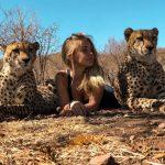 帶大3隻印度豹 21歲女:與美洲虎相擁而眠是最幸福的事