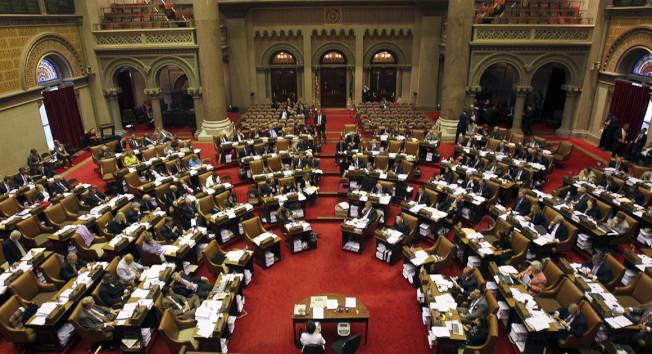纽约州议会预计今年将继续推动大麻合法化、健保改革、控枪等立法目标。(美联社)