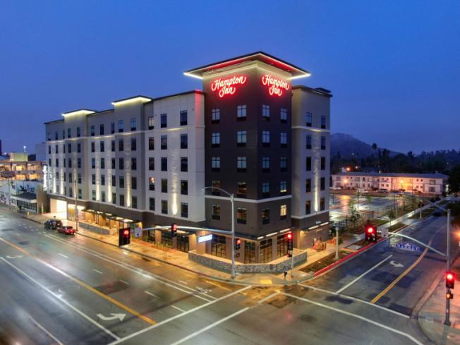 河濱市中心首家希爾頓品牌旅館Hampton Inn by Hilton落成運營。(河濱市府提供)