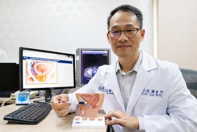 東元綜合醫院泌尿中心主任醫師劉兆漢呼籲,男性到了50歲以上,每年都應該接受例行性的PSA檢查與肛門指診,同時也可進行攝護腺健康指數與磁振造影等檢查,大幅提升診斷的準確率。(記者陳斯穎/攝影)