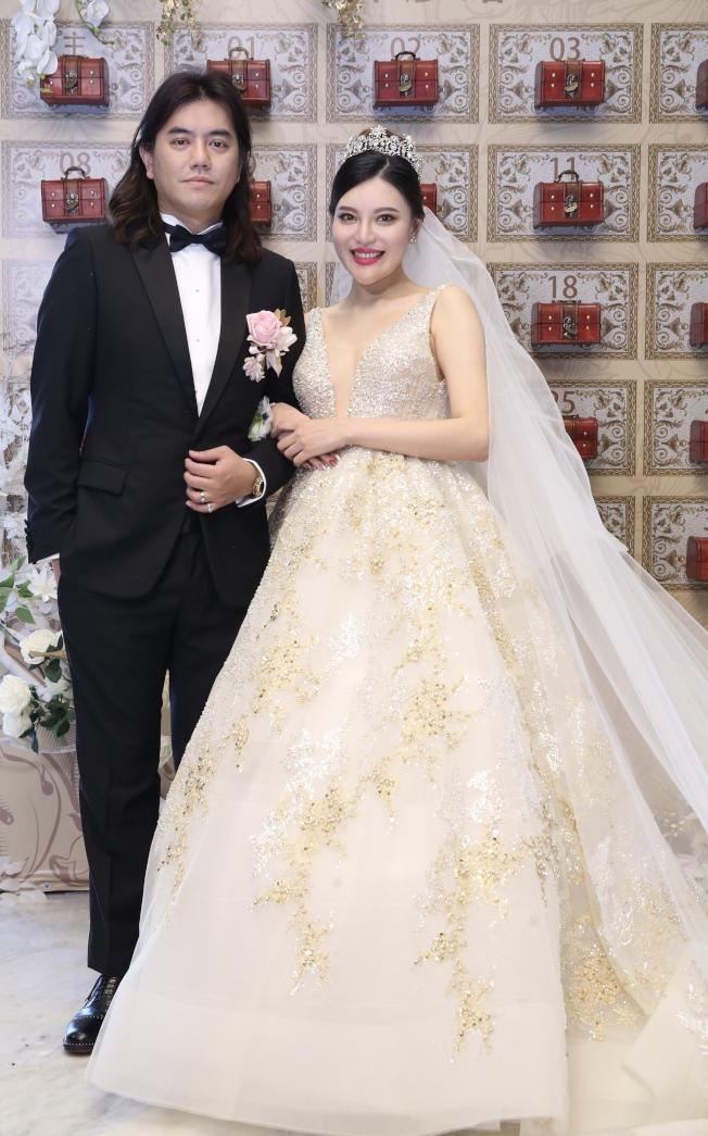 綜藝節目製作人B2(左)舉行婚宴。(記者許正宏/攝影)