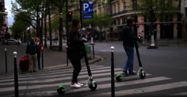 共享電動滑板車是年輕人的最愛之一。(截自視頻)