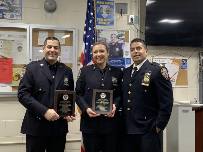111分局新局長包塔拉汀(右一)向警員Lauren Creighton(中)和Michael Ippolito(左)頒發本月最佳警員獎。(記者賴蕙榆/攝影)