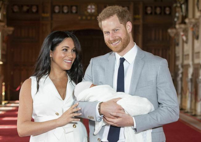 英國哈利王子的兒子阿奇出生後,從二人世界成為三口之家。(美聯社)