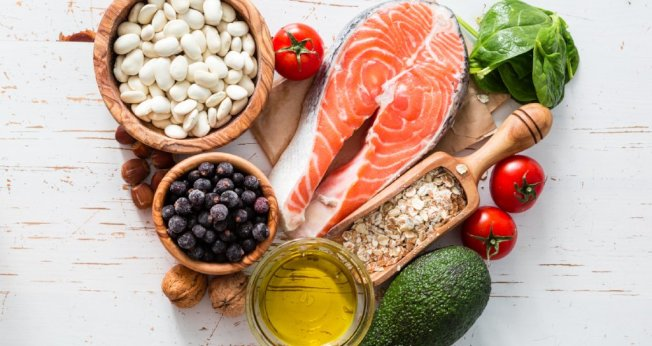 「美國新聞與世界報導」請25位專家評估各種飲食,結果地中海飲食被評為2020年最佳飲食方式。(取自推特)